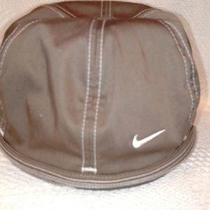 3c70bfceed0 Nike Accessories - Nike Wmns Fitted Dri-Fit Golf Cap Khaki-S M